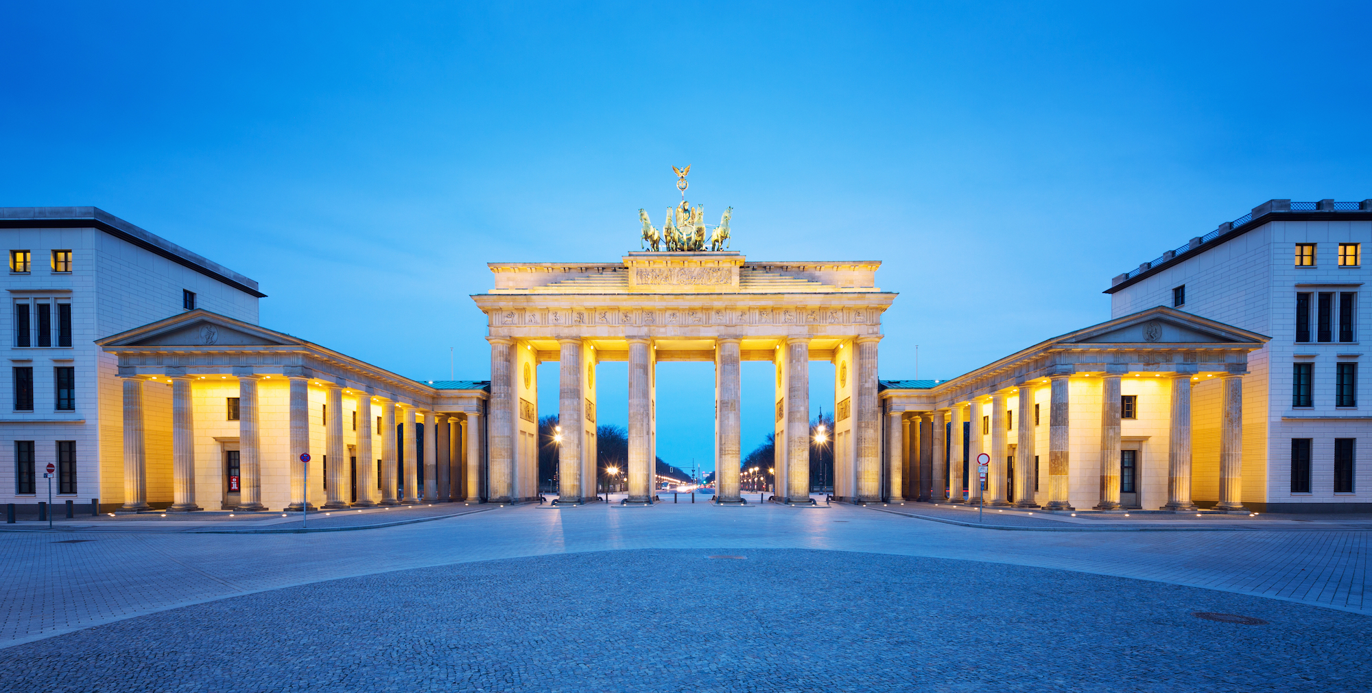Experience history and explore the Brandenburger Tor and Berlin Wall